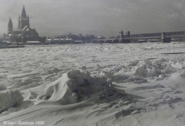 Historische Postkarte 1929 Eingefroren in der Geschichte? Wir tauen Erinnerungen auf! Der Mexikoplatz hinter der zugefrorenen Donau.